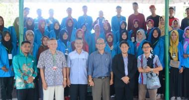 Program Unggulan, Rektor IAIN Pontianak Lepas 56 Mahasiswa Ikuti Kegiatan Kampung Riset