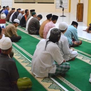 Rektor dan Pegawai IAIN Pontianak Sholat Subuh Berjemaah di Kampus